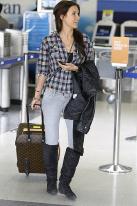 http://highstreetstyleuk.files.wordpress.com/2010/01/newnia-audrina_patridge_2010-01-15_-_at_the_lax_10.jpg